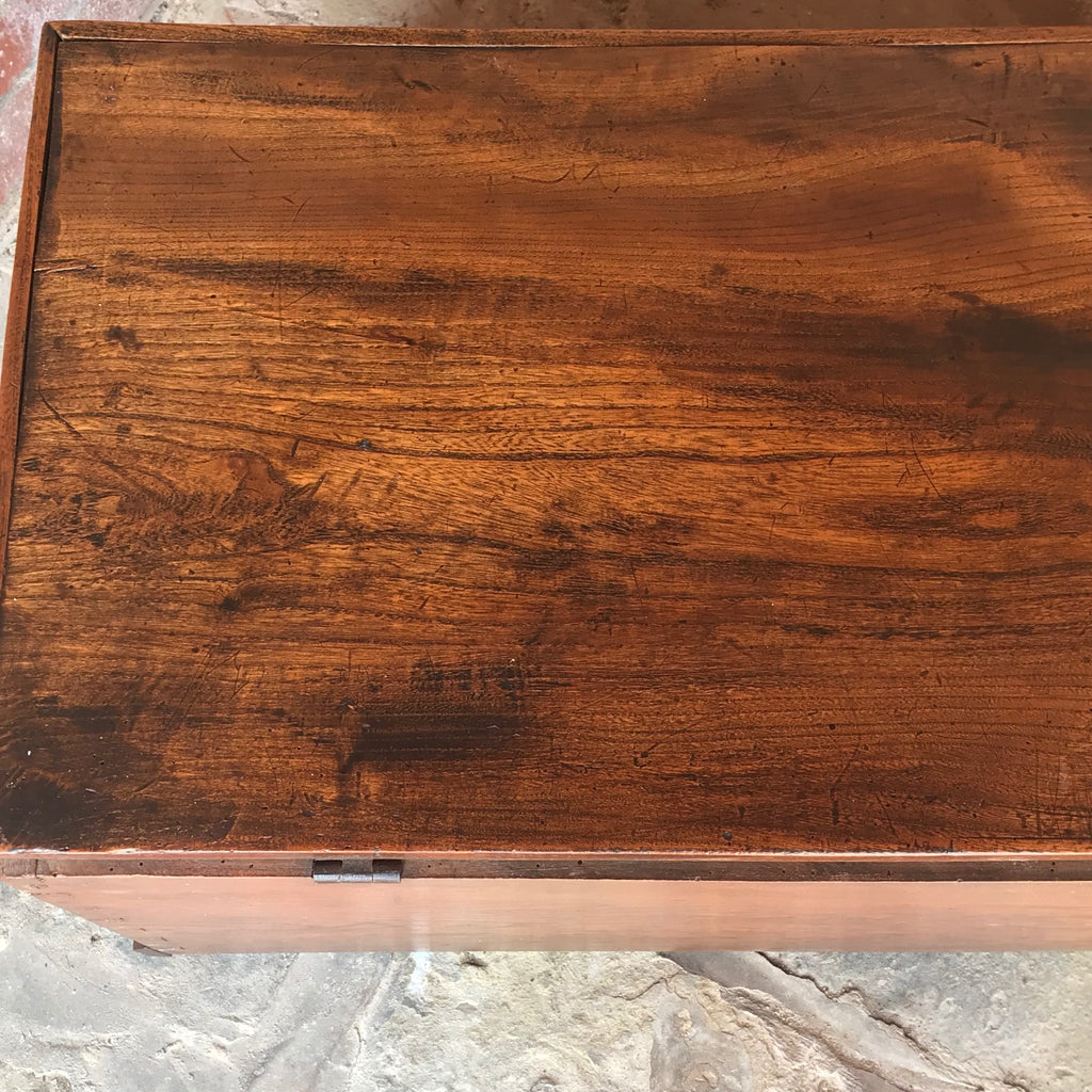 Early 19th Century Elm Blanket Box - Top Detail View - 9