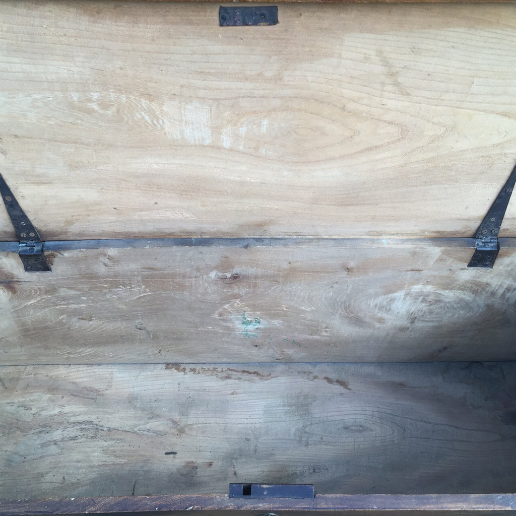 19th Century Elm Coffer - Inside View - 5