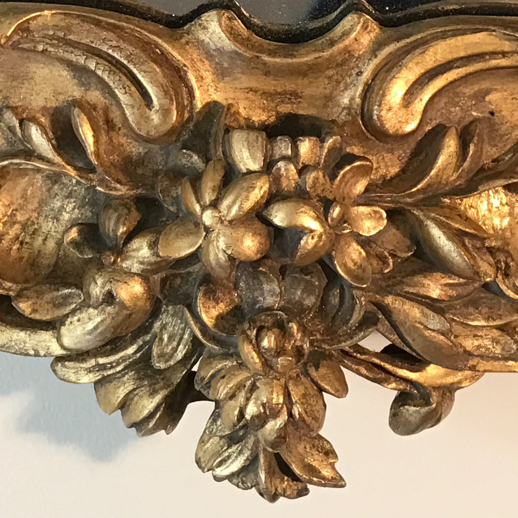 18th Century Carved Giltwood Mirror - Carved Detail View - 9
