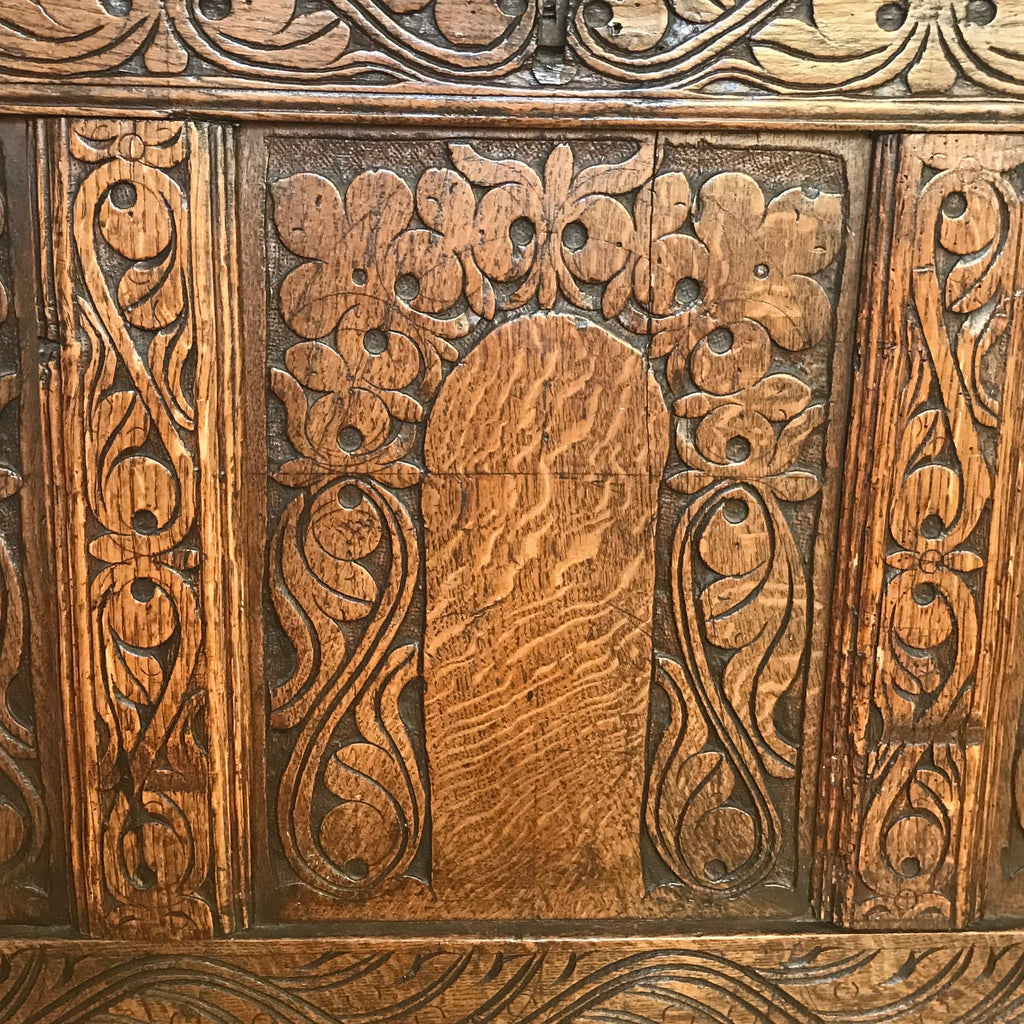 18th Century Welsh Carved Oak Coffer - Detail View - 4