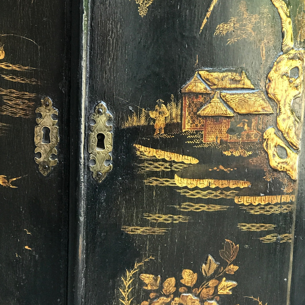 18th Century Japanned Corner Cupboard - Decoration Detail -2