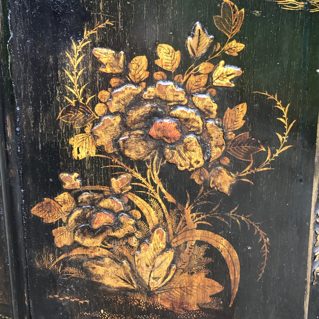 18th Century Japanned Corner Cupboard - Decoration Detail - 3