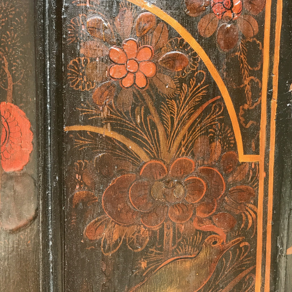 18th Century Chinoiserie Japanned Corner Cupboard - Decoration Detail - 2