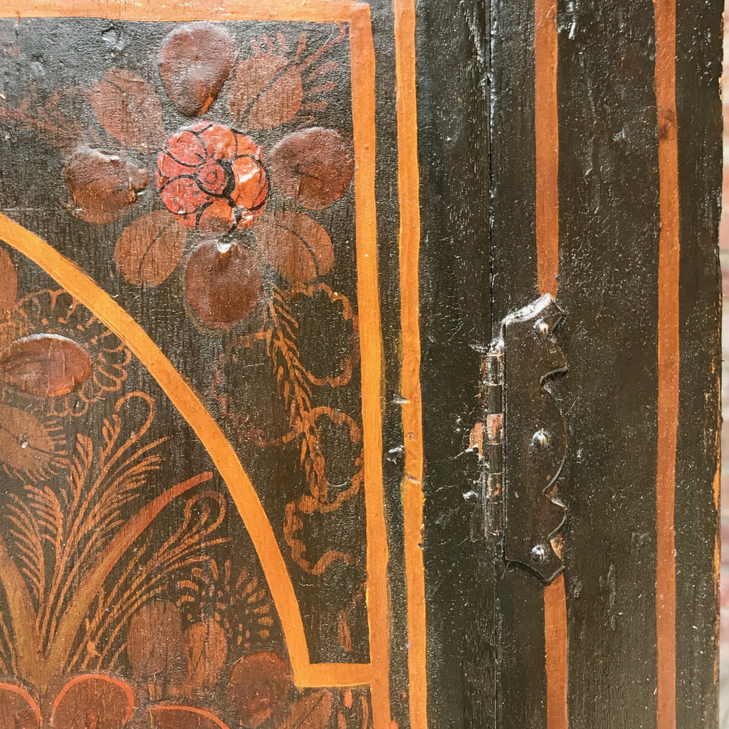 18th Century Chinoiserie Japanned Corner Cupboard - Decoration detail - 3