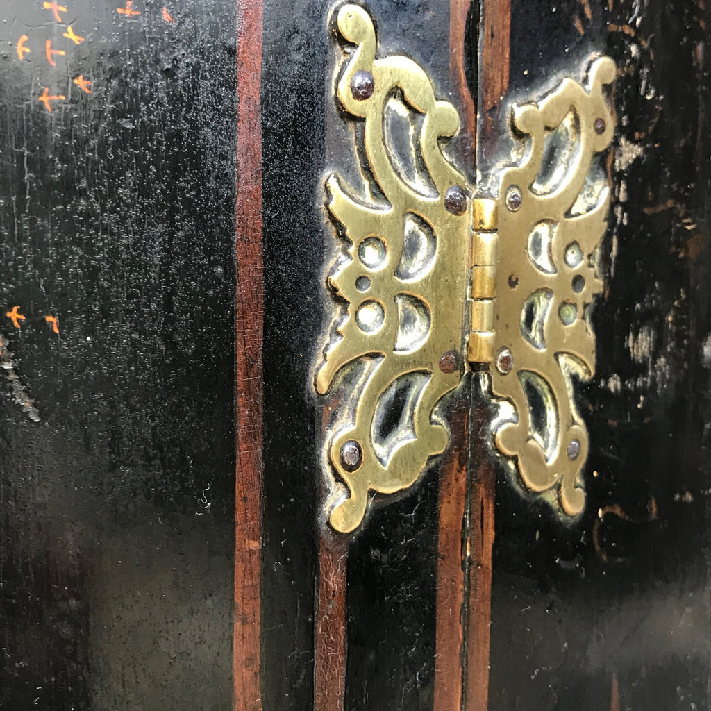 Early 18th Century Chinoiserie Corner Cupboard - Butterfly Hinge Detail -4