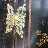 Early 18th century Chinoiserie Corner Cupboard - Butterfly Hinge Detail - 5