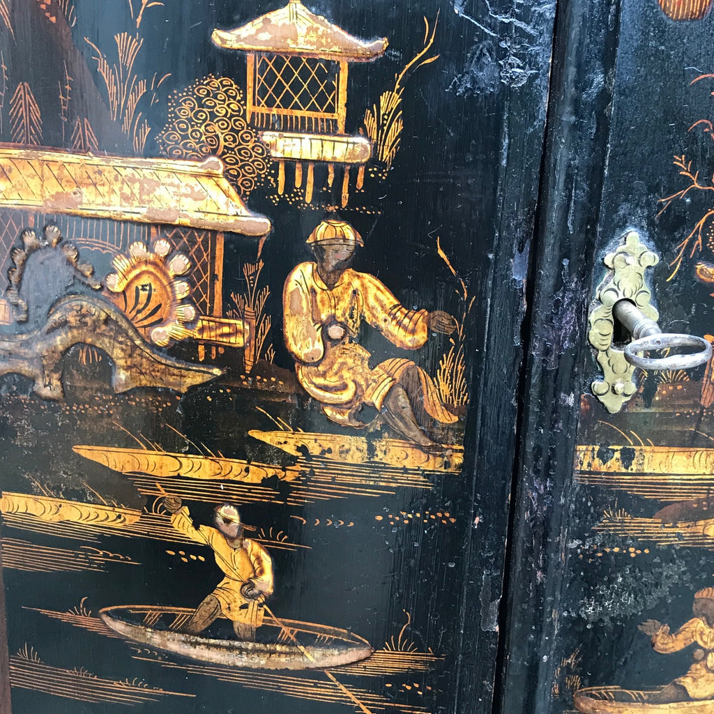 Early 18th Century Chinoiserie Corner Cupboard - Decoration & Key Detail - 6