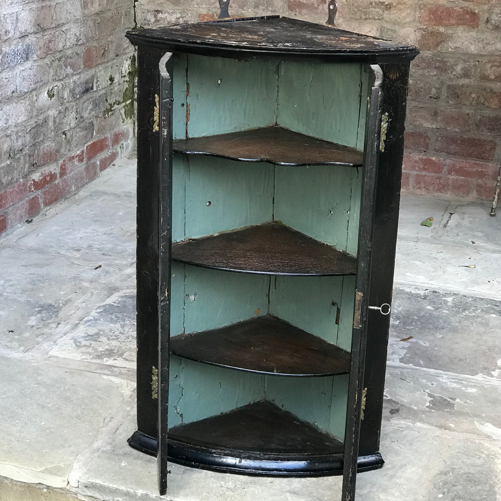 Early 18th Century Chinoiserie Corner Cupboard- Inside View - 10