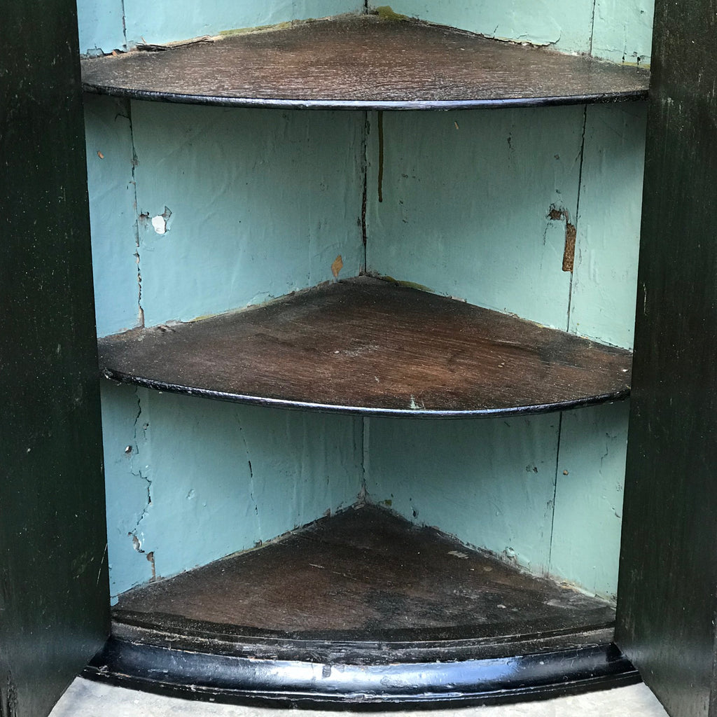 Early 18th Century Chinoiserie Corner Cupboard - Inside View - 11