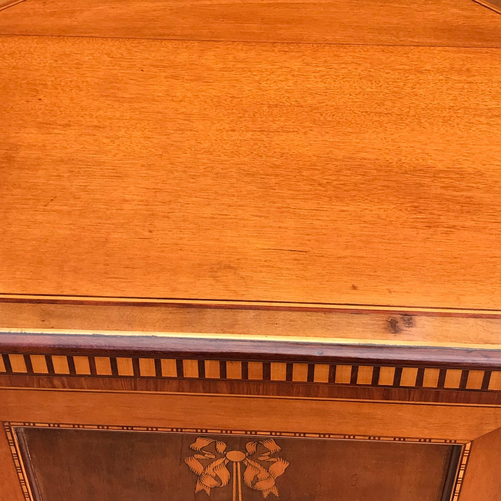 Pair of 19th Century Exhibition Quality Corner Cabinets - Top Detail View - 8