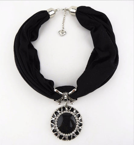 Fashion Design Round Rhinestone Pendant Jewelry Polyester Scarf Necklace for Women