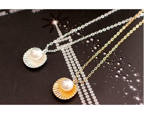 New Beautiful Elegant Pearl Shell Pendant