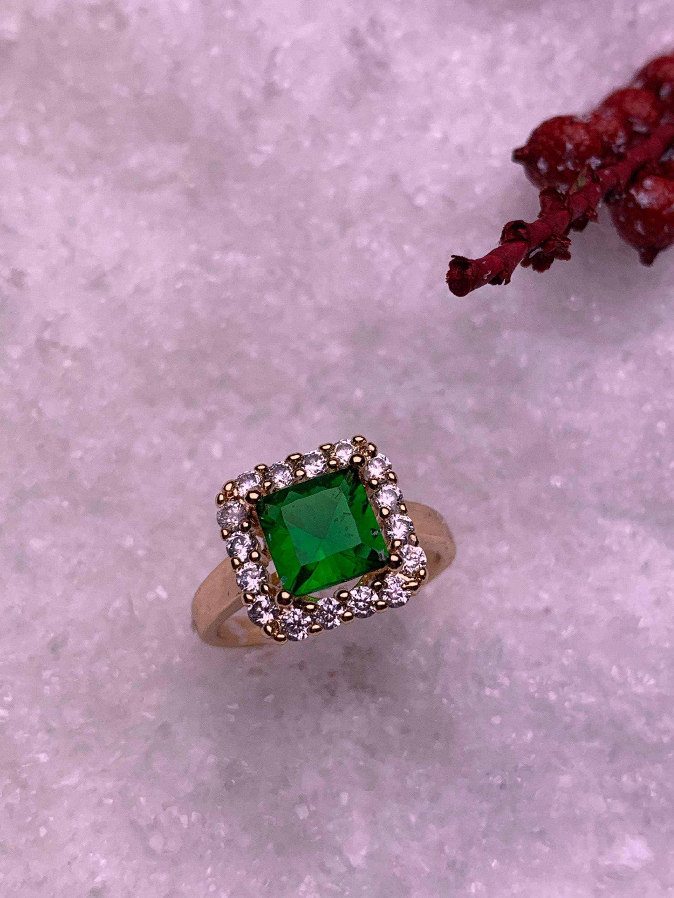 Classic Emerald Ring - ChicMela