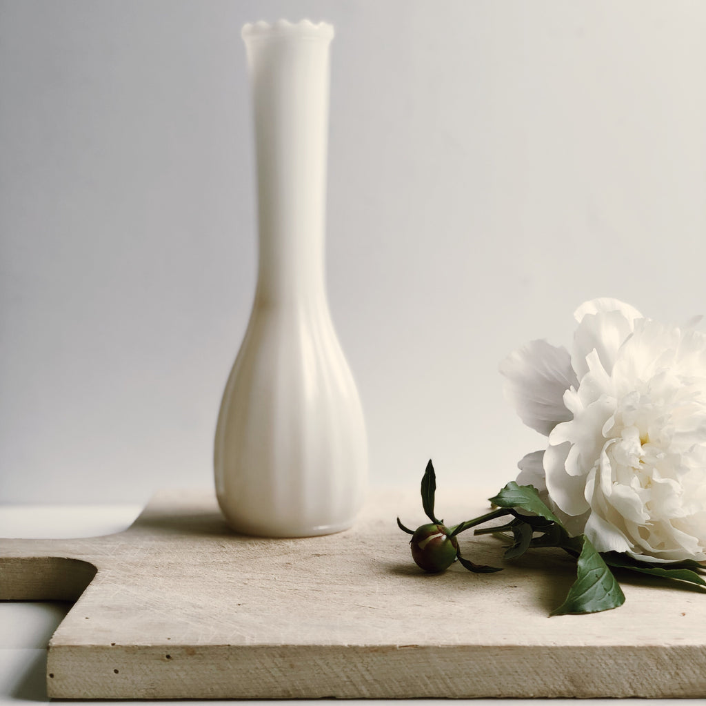 Vase en verre milk glass vintage