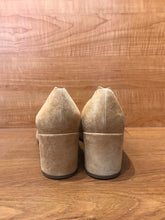 Load image into Gallery viewer, Chloé Suede Scallop Pumps Size 7