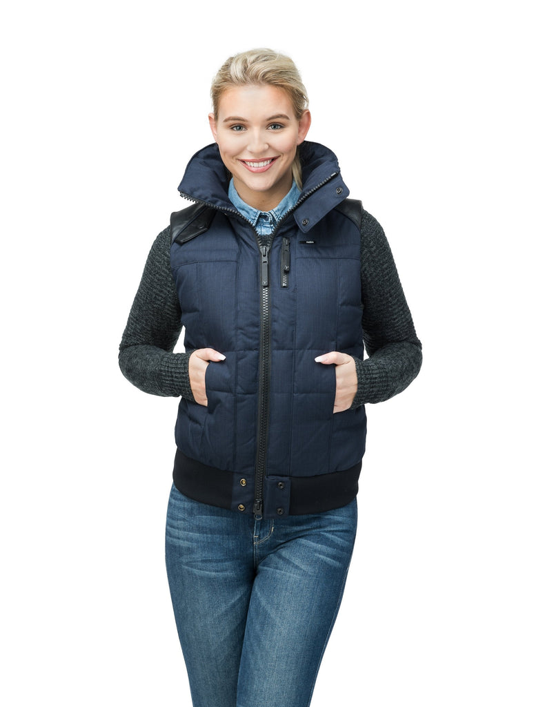 Women's puffer vest with quilting detail in CH Navy