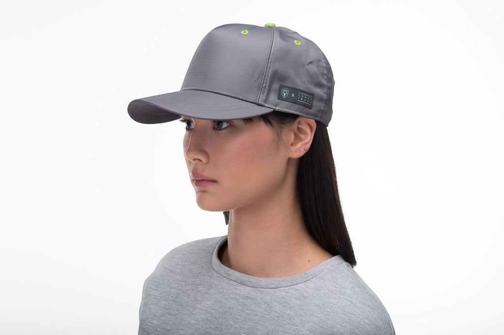 Unisex 5 panel baseball cap with adjustable back and contrast colour detailing in Concrete