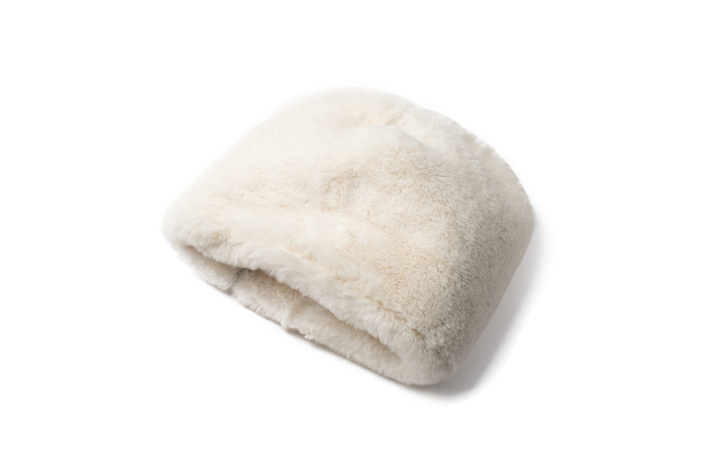 Oversized, slouchy faux fur hat in Cream