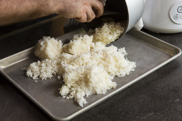 laying the rice to cool it down