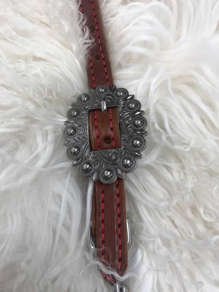 Wither strap medium with red oval berry buckle