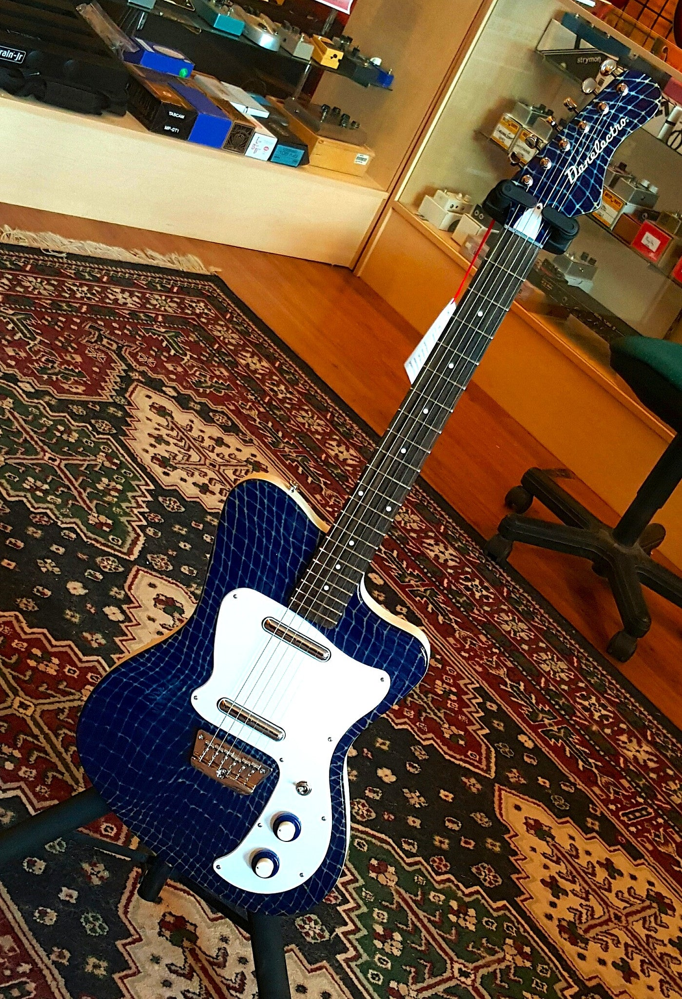 Danelectro D67 Heaven Hawk - Alligator Blue