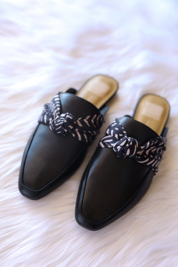 Dolce Vita Hylda Flats in Black Leather