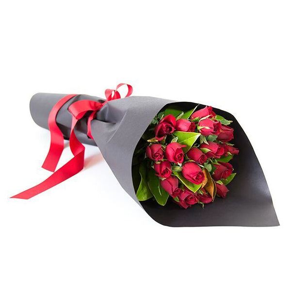 Roses are red wrapped in black paper dolls romantic red roses wrapped beautifully beautiful fresh flowers quality goods and gifts mightylinksfo
