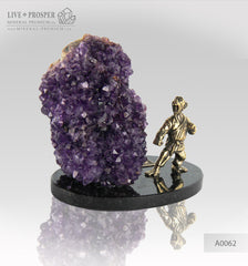 Bronze figure of monkey warrior with agate amethyst geodes on dolerite plate  Бронзовая фигурка воина обезьяны с жеод агата аметистом на пластине из долерита