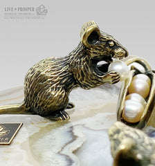 Bronze figures of mice with beans and pearls on an agate slice and a marble plate Бронзовые фигурки мышей с фасолью и жемчугом на срезе агата и пластине из мрамора год крысы 2020 Новый год крысы 2020 подарок на новый год Mineral Premium