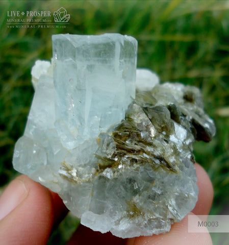 Sky Blue aquamarine 301 ct with Muscovite M0003