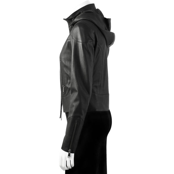 decorative seams, zip pocket and zipped sleeve detail. Detachable hood.