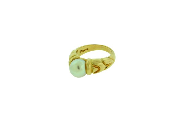 Bvlgari 18 karat yellow gold pearl ring size 6