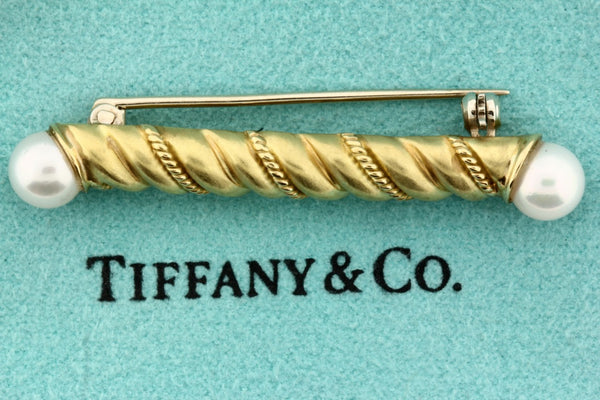 Tiffany & Co pearl pin / brooch in 18 karat yellow gold