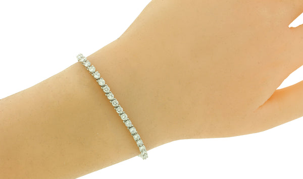 Tiffany & Co 4 carats 3 prongs diamond tennis bracelet in platinum