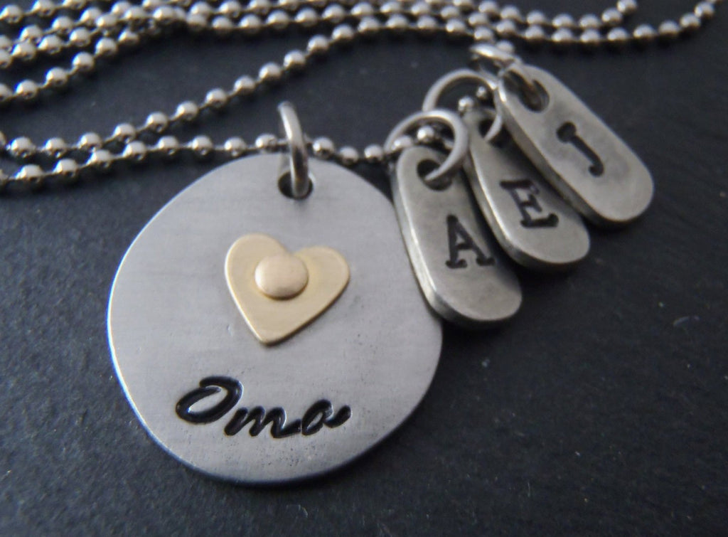 Personalized Oma necklace with golden heart and personalized initials - Drake Designs Jewelry