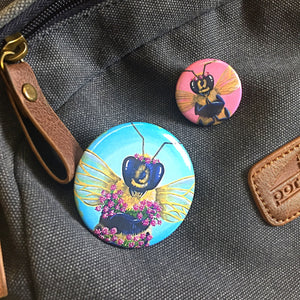Bee Thankful - Red Clover Button