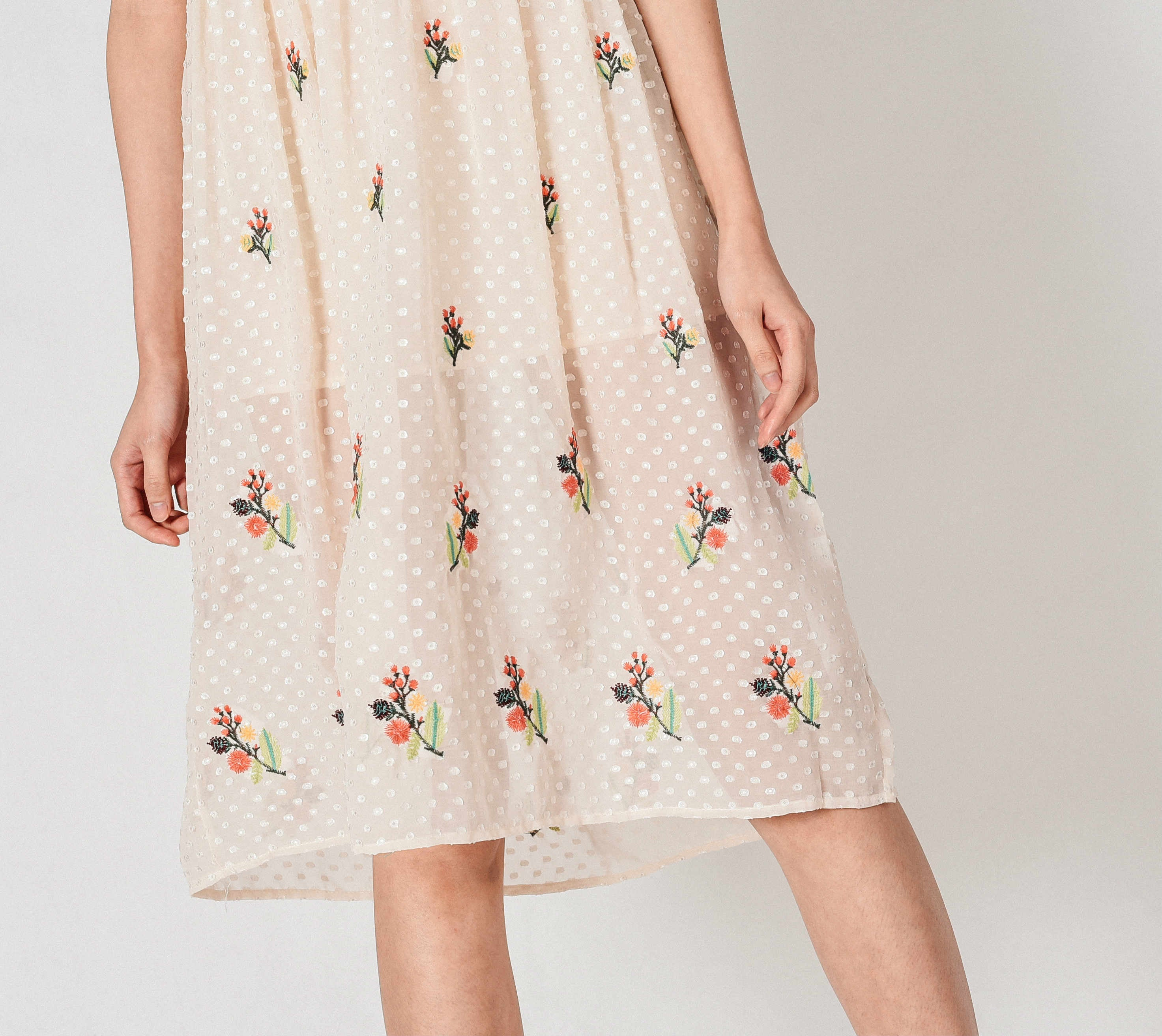 Dainy Embroidered Off-White Dress