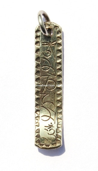 Om Mantra Bar Tibetan Pendant with Curved End & Vajra Detail on Reverse - WM1365