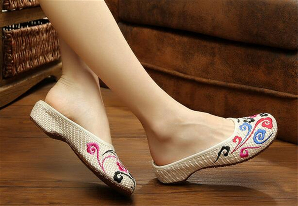 Chinese Shoes for Women in Knitted Beige Ventilated Cloth & Floral Patterns - Mega Save Wholesale & Retail - 2
