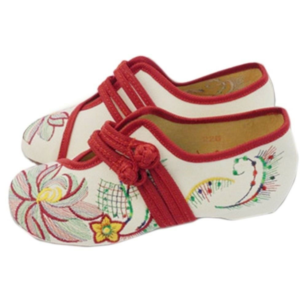 Lotus Cowhells Old Beijing Cloth Embroidered Shoes   beige