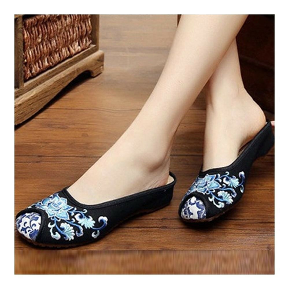 Lotus Slippers Old Beijing Cloth Embroidered Shoes    black