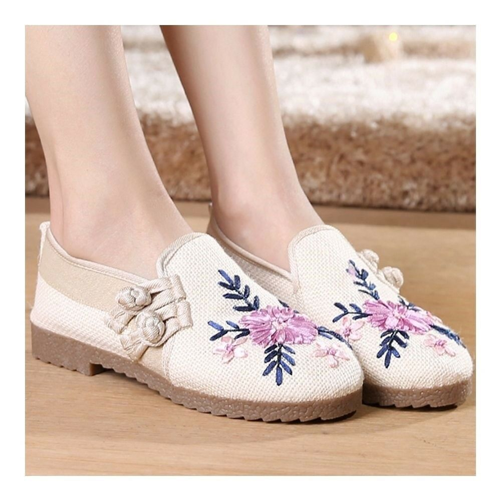 Old Beijing Cloth Embroidered Shoes Elegant   white