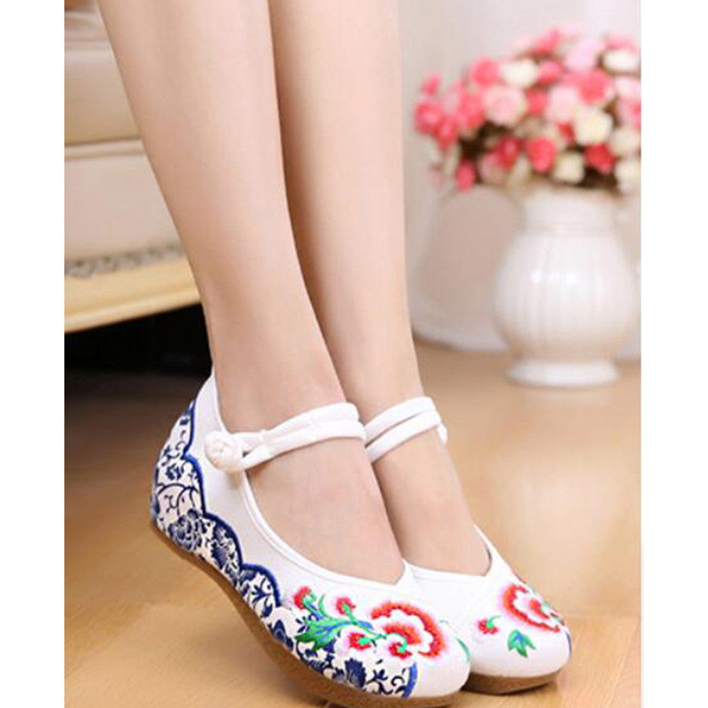 Old Beijing Cloth Vintage White Embroidered Woman Shoes Online in National Style with Beautiful Floral Designs - Mega Save Wholesale & Retail - 3