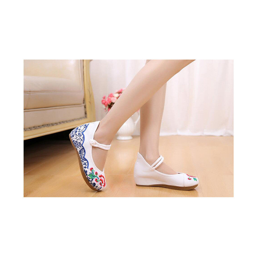 Old Beijing Cloth Vintage White Embroidered Woman Shoes Online in National Style with Beautiful Floral Designs - Mega Save Wholesale & Retail - 4
