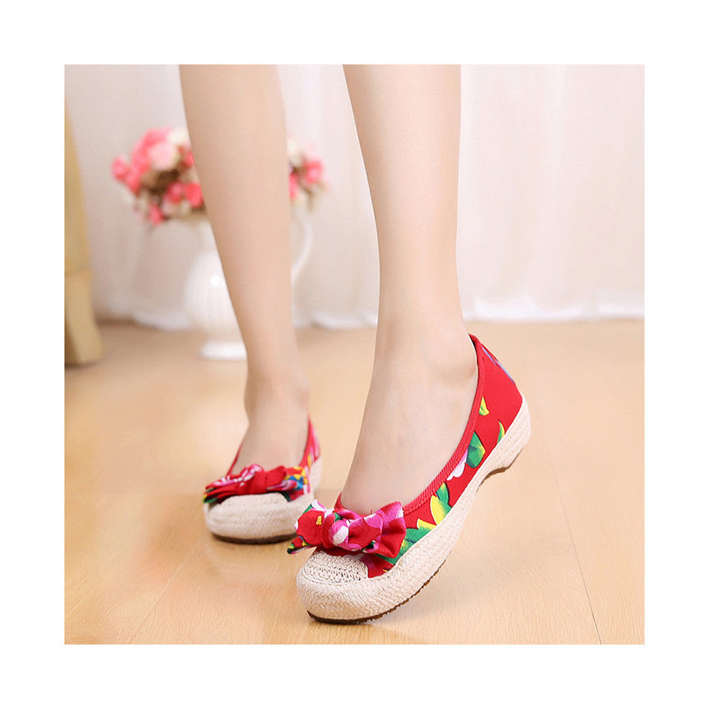 Old Beijing Red Chinese Embroidered Shoes for Women in Durable Cowhell Shoe Sole Fashion - Mega Save Wholesale & Retail - 1
