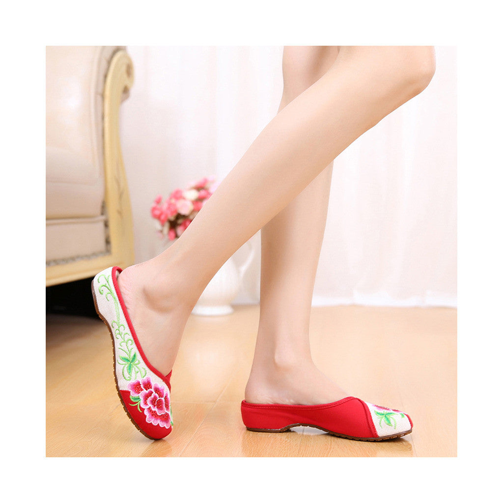 Old Beijing Red Summer Embroidered Shoes for Women in National Style with Beautiful Floral Designs - Mega Save Wholesale & Retail - 2
