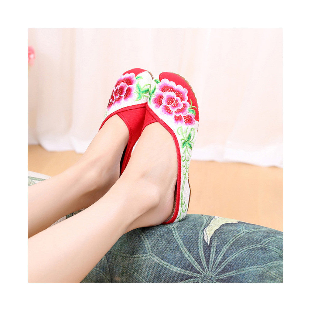 Old Beijing Red Summer Embroidered Shoes for Women in National Style with Beautiful Floral Designs - Mega Save Wholesale & Retail - 3