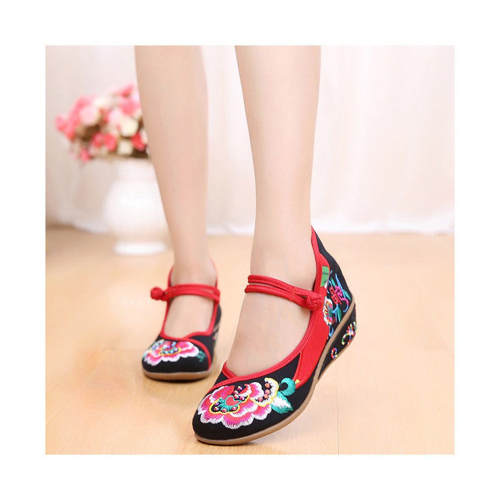 Old Beijing Black Embroidered Online Shoes for Women in National Slipsole Style & Buckle Fashion - Mega Save Wholesale & Retail - 1