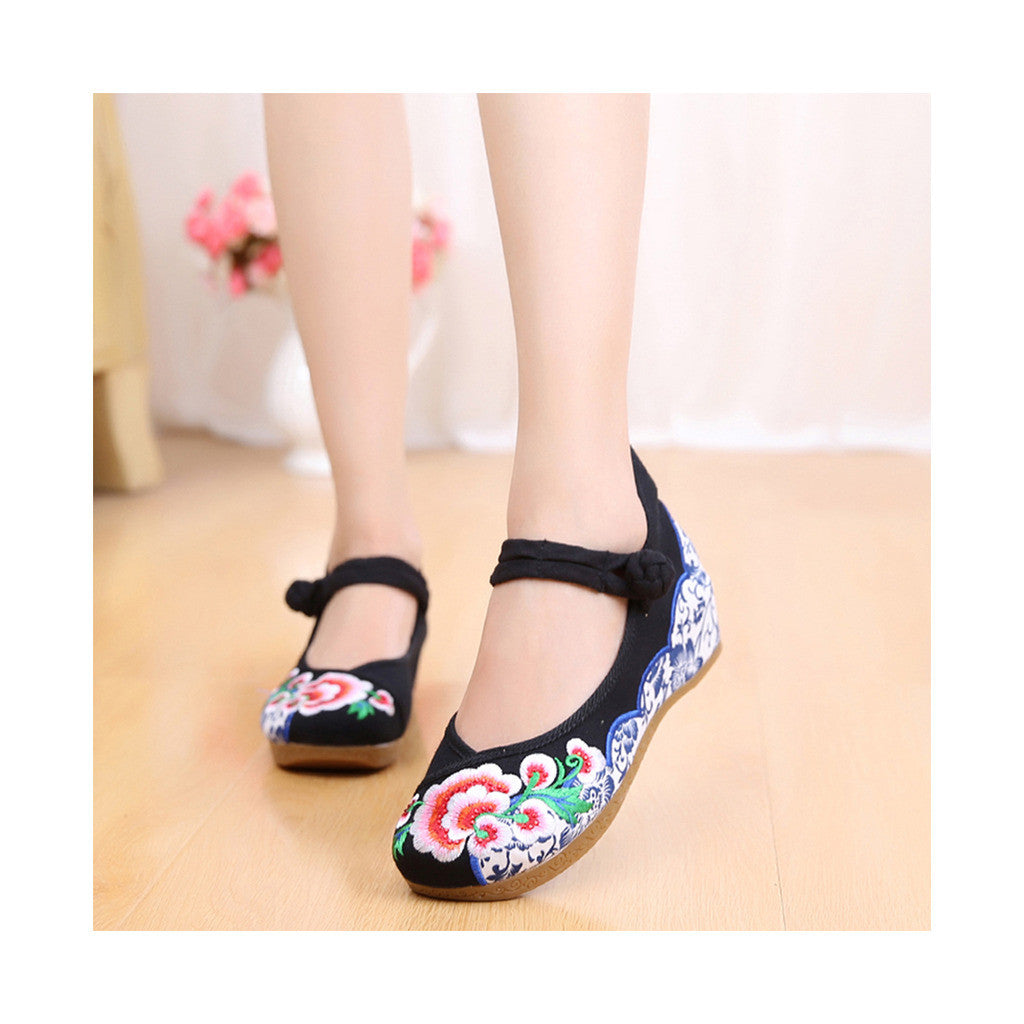 Old Beijing Embroidered Black Shoes for Women in Thick Sole National Style & Floral Design - Mega Save Wholesale & Retail - 1