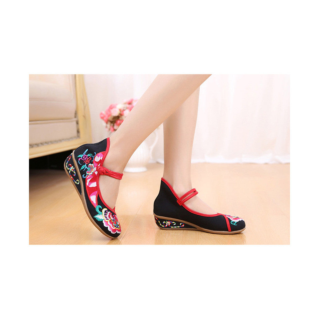 Old Beijing Black Embroidered Online Shoes for Women in National Slipsole Style & Buckle Fashion - Mega Save Wholesale & Retail - 2